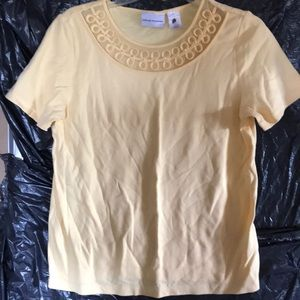 Alfred Dunner Yellow Lace Design Top sz. S EUC